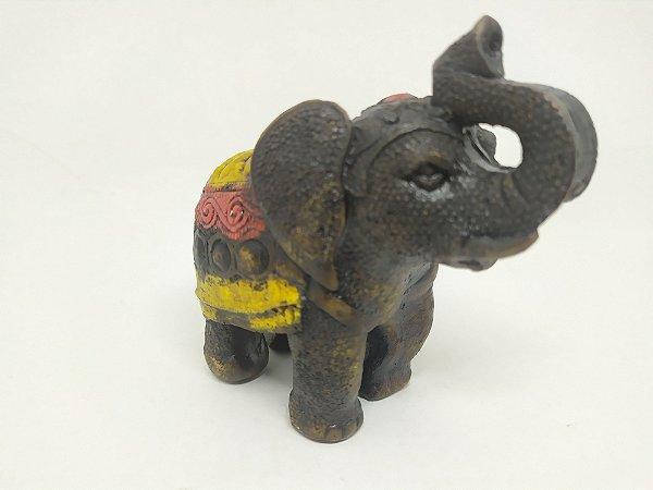 Lindo Elefante Indiano para Decoração - Todo feita a mão - 9 Centímetros