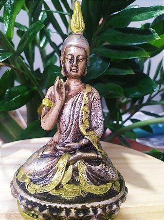 Buda no Altar - Estatueta Meditação