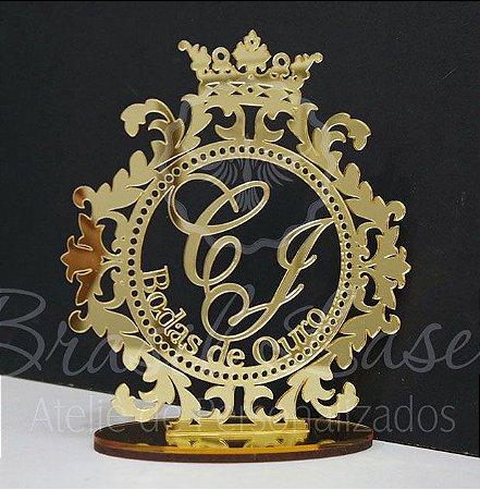 Topo de Bolo Brasão Bodas de Ouro com Coroa (Personalizado com Iniciais e o nome das Bodas que o Cliente Desejar) - TBB 00146A