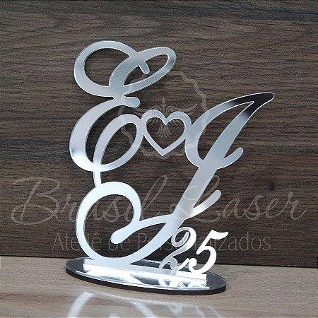 Topo de Bolo Coração (Personalizado com Iniciais e Anos de Casados que o Cliente Desejar) - TBV 01013A