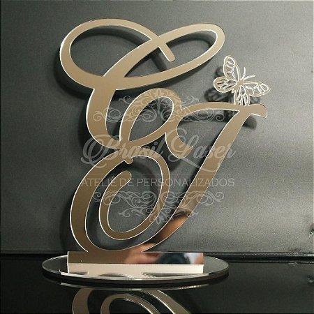 Topo de Bolo com Borboleta (Personalizado com Iniciais dos Noivos ou do Casal que o Cliente Desejar) - TBV 01005B