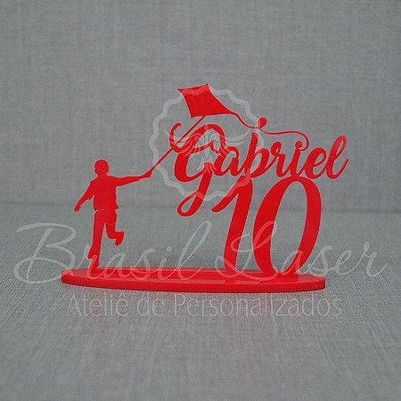 Topo de Bolo Menino Soltando Pipa (Personalizado com Nome e Idade que o Cliente Desejar) - TBV 01144A
