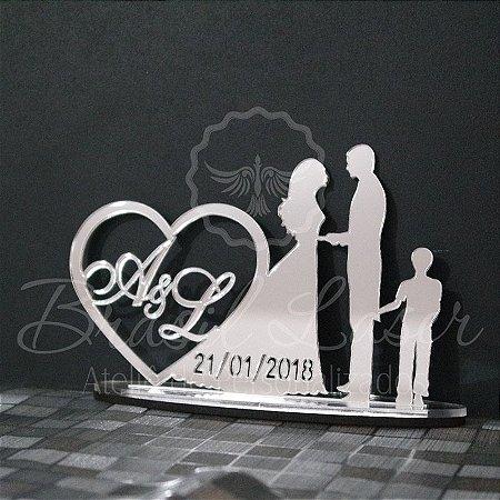 Topo de Bolo Casal com 1 Menino (Personalizado com as Iniciais e a Data que o Cliente Desejar) - TBC 00501O