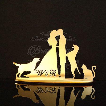 Topo de Bolo Casal 2 Cachorros e 1 Gato (Personalizado com as Iniciais que o Cliente Desejar) - TBC 00503B