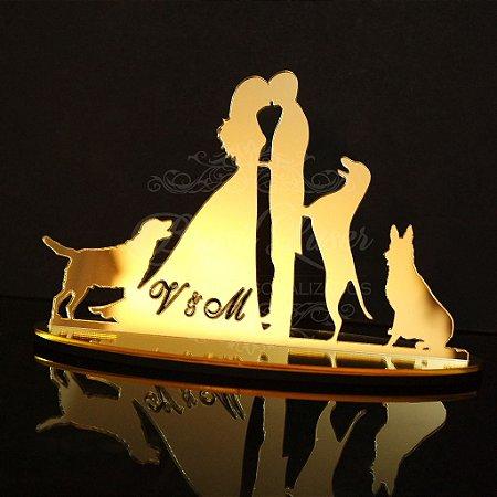 Topo de Bolo Casal com 3 Cachorros (Personalizado com as Iniciais que o Cliente Desejar) - TBC 00503C