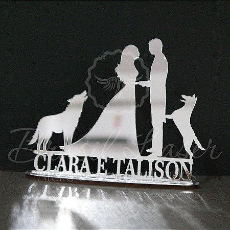 Topo de Bolo Casal com 2 Cachorros (Personalizado com os Nomes do Casal / Noivos que o Cliente Desejar) - TBC 00503I