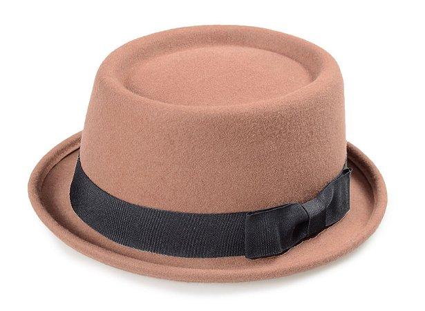 Chapéu Pork Pie Caramelo 100% Lã Aba Curva 4cm Faixa Laço
