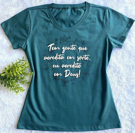 T-shirt Tem gente que acredita em sorte eu acredito em Deus