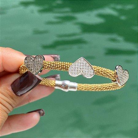 Pulseira Bracelete Italiano Folheado Ouro 18K Com Corações E Fecho De Imã Cravejados Com Micro Zircônia Branca