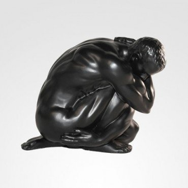 Escultura Homem encolhido