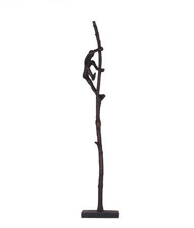 Escultura Subindo no tronco