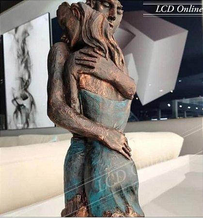 Escultura Casal Abraçado