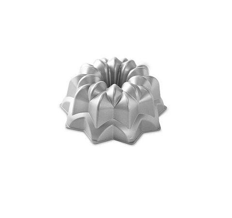 Forma para Bolo Confeiteira Star Silver Nordic Ware