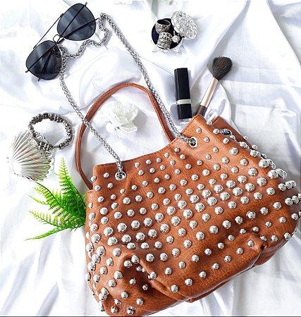 8578f9132 Bolsa saco com spike alça de corrente caramelo - Bolsas MisAmores ...