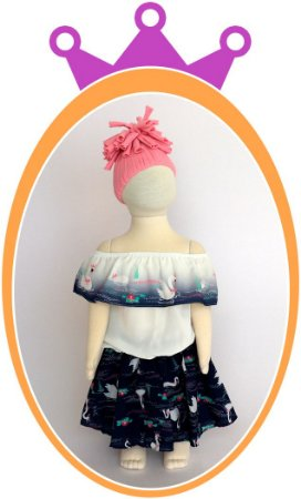 Conjunto Blusa Ombro a Ombro e Saia Shorts com Estampa de Cisne