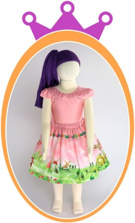 Vestido Corpo Rosa Liso e Saia com Estampa de Fazenda e Moinho, Cinto e Colar com Pérolas Rosa