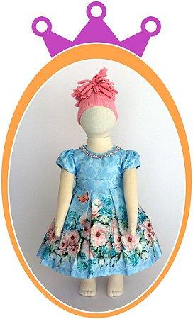 Vestido Corpo Azul e fundo em Leve Arabesco e Saia Estampada de Flores e Borboletas, Colar em Pérolas Azul - Acompanha Tapa Fralda