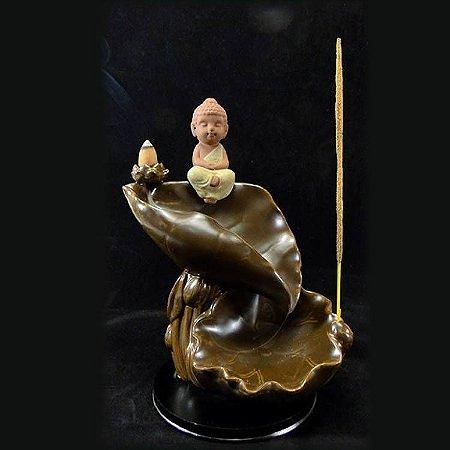 Incensário Monge na Folha (20cm) + 5 Incensos Cones