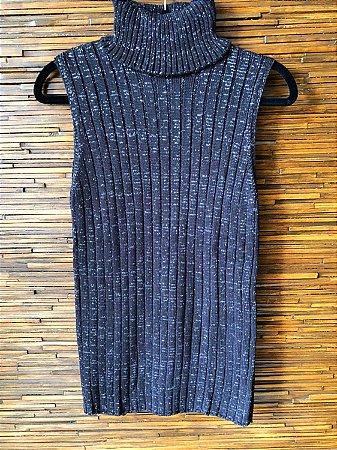 a90010c7c Regata com tricot com lurex nas cores Preto/Prata com gola alta. - A ...