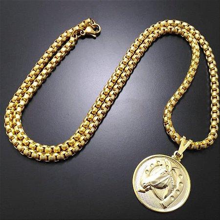 Corrente Elo Trançado 56cm 4mm Bamhado a Ouro 18K + Pingente Medalha Cara Cavalo