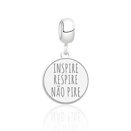 Berloque de Prata Inspire, Respire, Não Pire