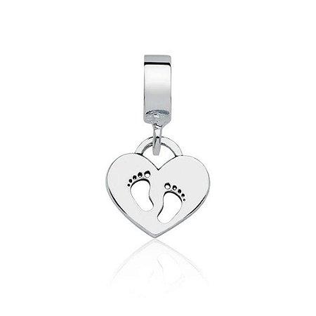 Berloque de Prata Pingente Coração Pezinhos Bebê