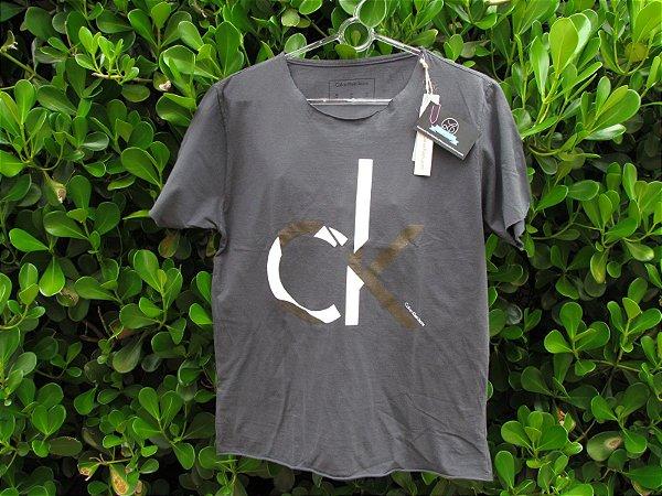 Camiseta Cinza Masculina Calvin Klein Sem Gola