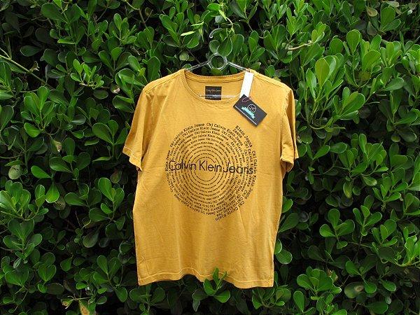 Camiseta Masculina Calvin Klein Circulo Amarela