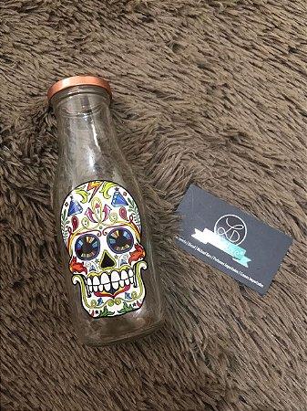 Copo garrafa com canudo e desenho de caveira 400ml