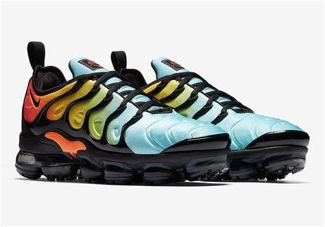 hot sale online 5e2dd fe0db Tênis Nike VaporMax Plus Multicolor