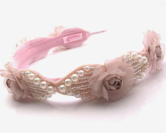 Tiara Luxo com Rosas em Tecido e Pérolas Roana