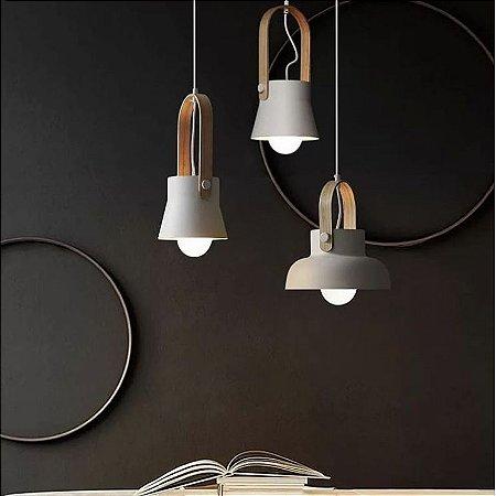 Pendente de Metal e alça com soquete de cerâmica e acabamento em Alumínio