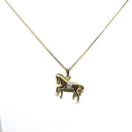 Colar pingente de cavalo folheado em ouro 18k