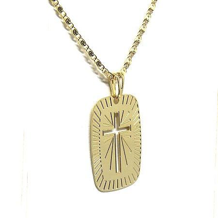 Corrente com pingente detalhada de cruz folheado em ouro 18k