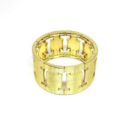 Bracelete dourado detalhado