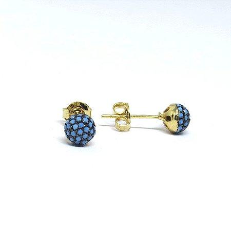 Brinco pequeno redondo com pedraria azul folheado em ouro 18k
