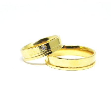 Aliança feminina folheada em ouro com pedra de zirconia