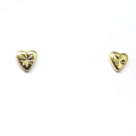 Brinco pequeno coração detalhado folheado em ouro 18k