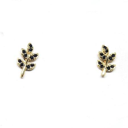 Brinco pequeno folha com zirconia preta folheado em ouro 18k