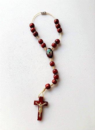 Dezena para carro N.S. Aparecida com São Cristovão, contas, medalhas e crucifixo em madeira