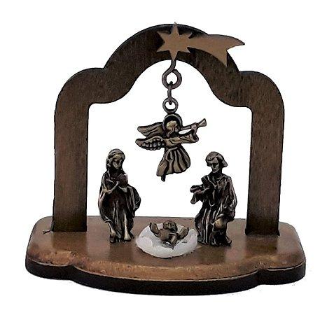 Presépio de Natal com Arco de Madeira. Metais em Ouro Velho