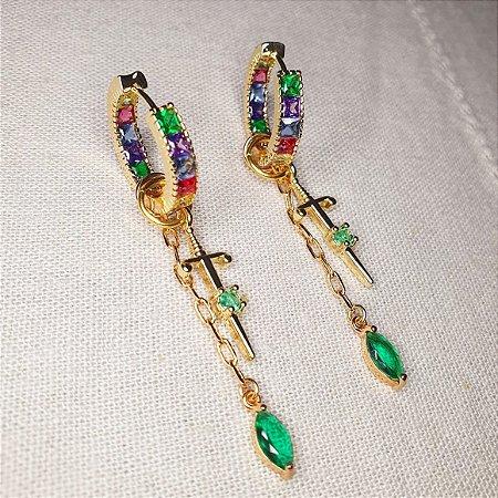 Brinco Argola média colors x espada e pêndulo esmeralda Mikonos
