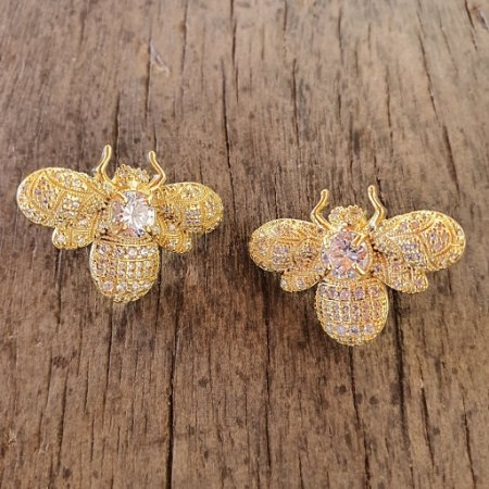 Brinco Bee Total Cravejada Gold Mistic