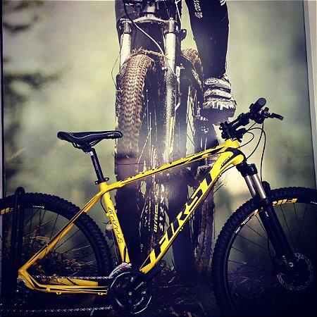 Bicicleta 29 First Athymus Altus 24v Freio Hidraulico Suspensao Elleven trava no ombro