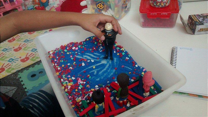 Caixa de Areia com Miniaturas