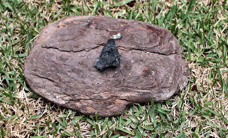 Pingente de Pedra Cianita Negra - Vassoura de Bruxa