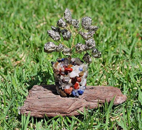 Árvore de Pedra Pirita com Base de Cristais Variados 9 cm