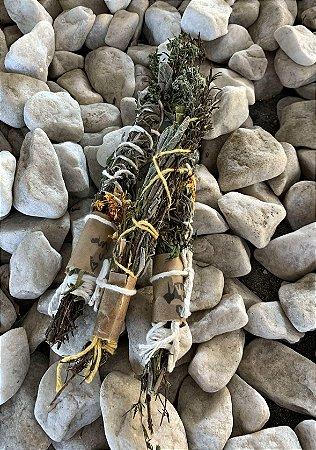 Incenso Natural Smudge Stick - Salvia, arruda, tomilho, alecrim, calêndula e orégano