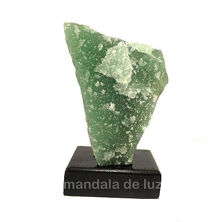 Cristal de Quartzo Verde com Base de Madeira