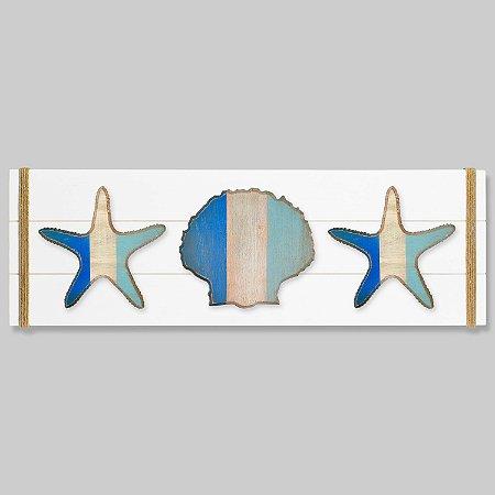 Quadro Branco com Estrelas e Concha em Tons de Azul em Madeira